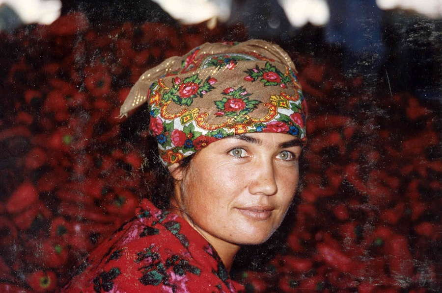 femme-ouzbekistan-derriere-piment