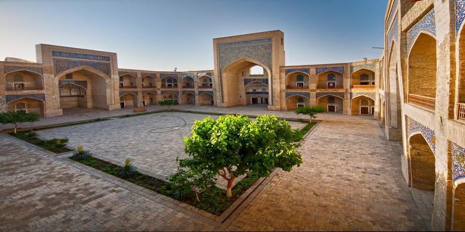 Cour de la Medrasa à Boukhara