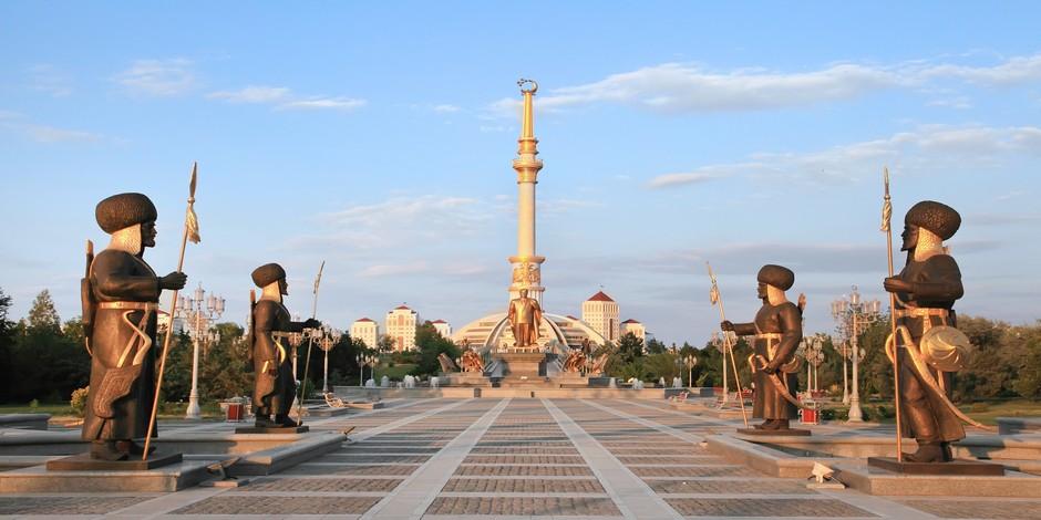 Arche de l'Indépendance à Ashkhabad