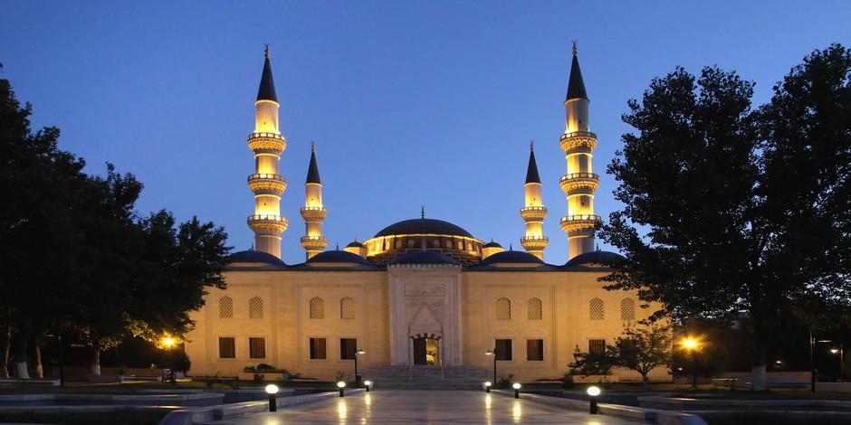 Mosquée d'Ashkhabad dans la nuit