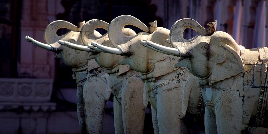 Statuts d'éléphants dans le City Palace