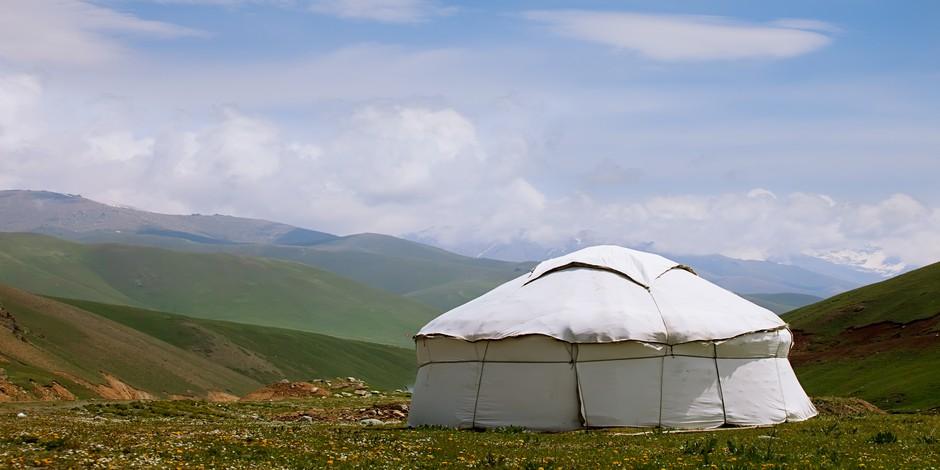 Yourte dans les montagnes Tien Shan